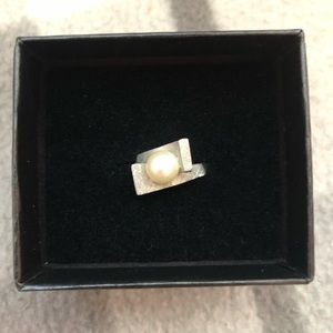 Jewelry - Genuine pearl 14k white gold ring size 5